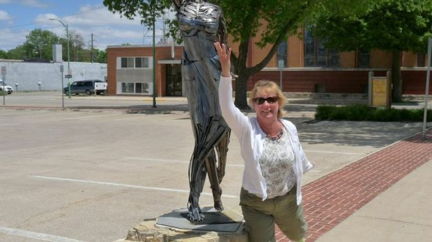 Can you tell who the sculptor modeled the sculpture after???