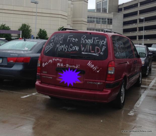 moms minivan moa-001