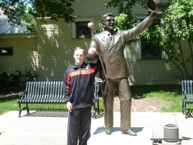 Carlton posing with The Music Man by Paul Rieffer